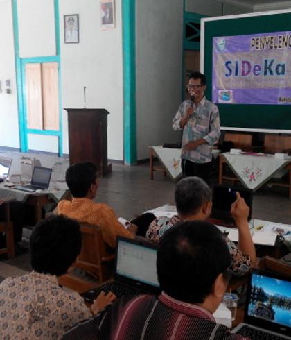 Gedhe Dampingi Pelatihan Sistem Informasi Desa Bukateja