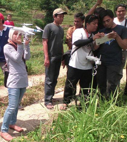 Desa Membangun Belajar Drone untuk Pemetaan Potensi Desa