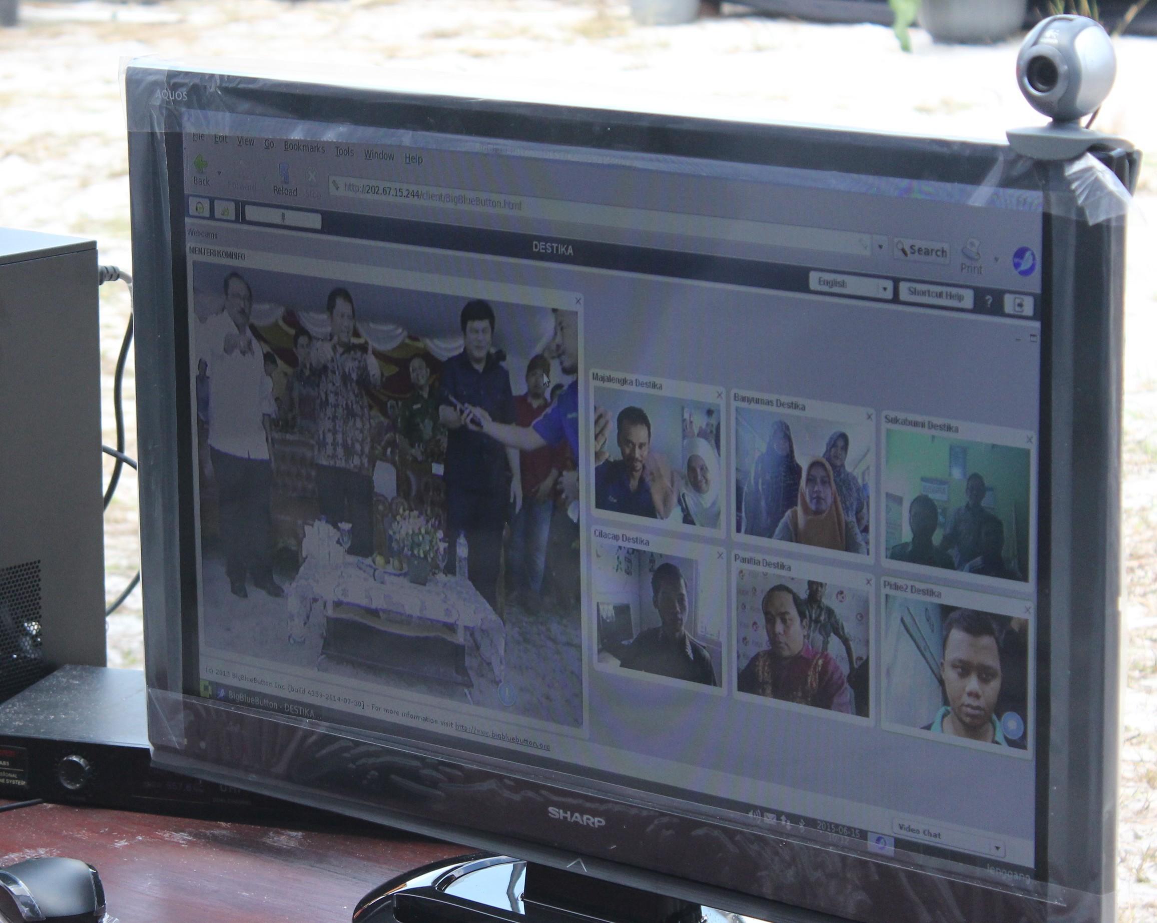 Menkominfo Rudiantara Gunakan DesaOS untuk Konferensi Video