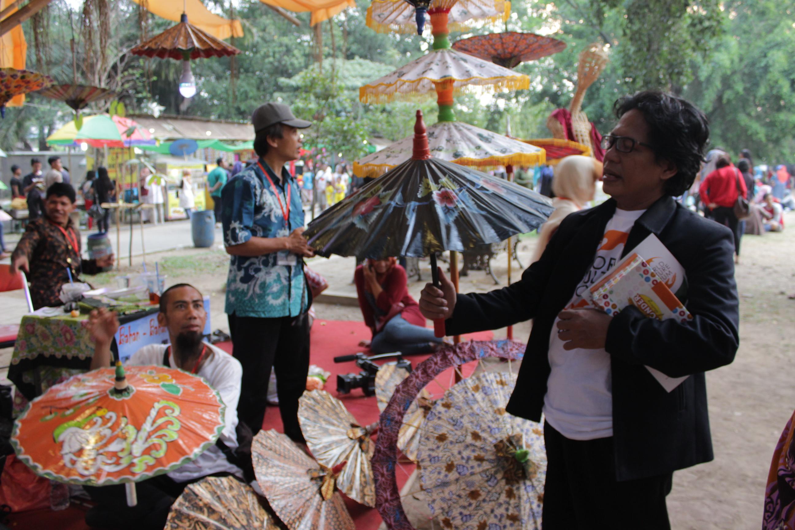 Produk Desa Payung Kertas Kalibagor Dilirik Pengusaha