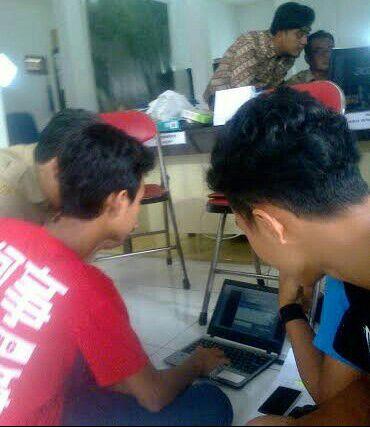 Siswa PKL SMK Tarbiyatul Islam Kawunganten Ikut Memblokir Situs Negatif di Desa Wlahar Wetan