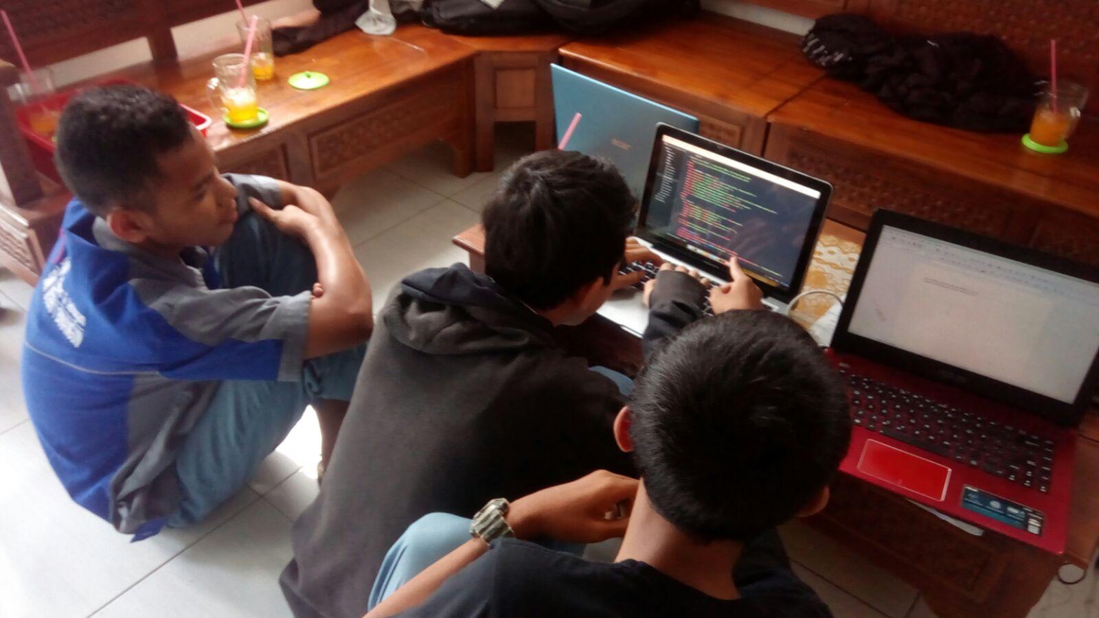 Siswa PKL SMK 1 Binangun Kembangkan Internet Sehat untuk Desa