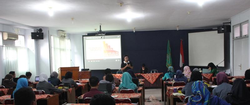 Gedhe berbagi Teknik Kelola Website Organisasi di Workshop Jusnalistik PC IPNU – IPPNU Banyumas