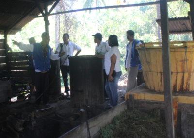 Gedhe Nusantara Ajak Peserta Program Inkubasi Bisnis Lakukan Studi Tiru di Sentra Pengrajin Minyak Kayu Putih di Seram Barat
